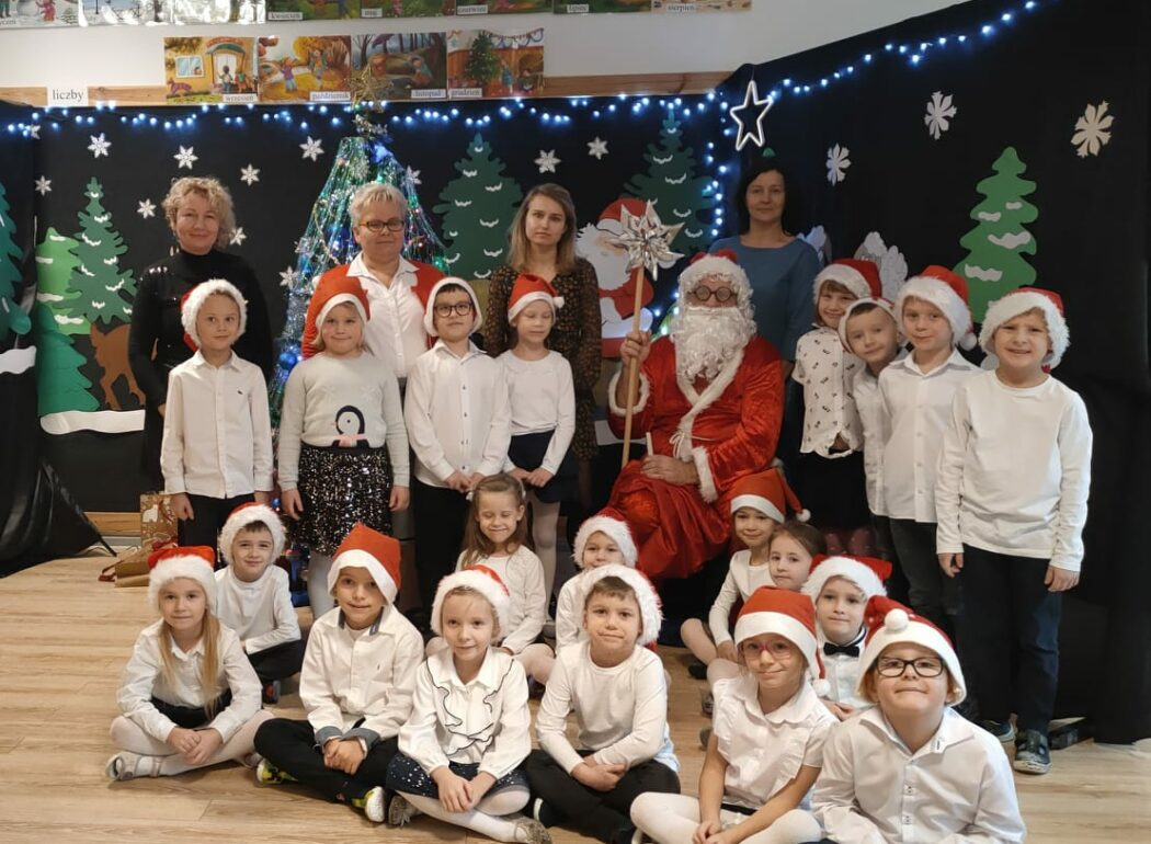 Zdjęcie grupowe Rybek ze Świętym Mikołajem